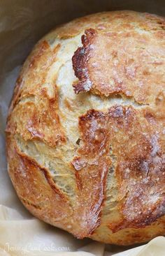 No Knead Bread in LESS THAN 2 HOURS! Super Fast No Knead Bread recipe from Jenny Jones (Jenny Can Cook) Make it in less than two hours.Super Fast No Knead Bread recipe from Jenny Jones (Jenny Can Cook) Make it in less than two hours. Artisan Bread Recipes, Dutch Oven Recipes, Easy Bread Recipes, Cooking Recipes, Italian Bread Recipes, Steak Recipes, Recipes With Flour, Bread Flour Recipes, Cake Recipes