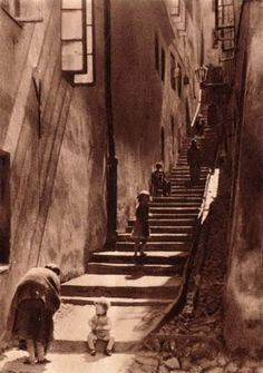 Kamienne schodki lata 30  Fot. Fotopolska Photography Illustration, Vintage Photography, Art Photography, Warsaw Poland, Old Street, Krakow, Pathways, Homeland, Old Photos
