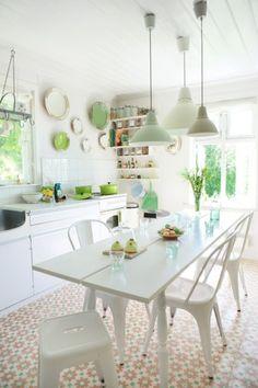 Good day in a beautiful kitchen Kitchen Dinning, New Kitchen, Kitchen Decor, Estilo Interior, Freestanding Kitchen, Cocinas Kitchen, Dining Lighting, House Inside, Shabby Chic Homes