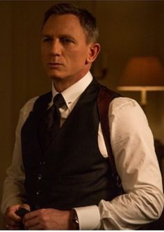 Daniel Craig in Spectre - minus jacket, plus shoulder holster, another look at the collar bar