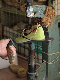 Renard et Belette - mise en forme dans l'atelier de fabrication à Limoges