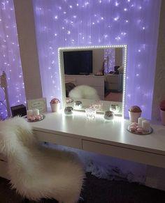 20 crazy DIY room decoration ideas for a very reasonable price - Schminkzimmer - Bedroom Decor Decoration Inspiration, Room Inspiration, Decor Ideas, Sala Glam, Home Design, Interior Design, Bath Design, Room Interior, Diy Zimmer