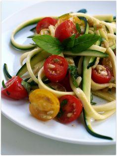 zucchini pasta with garlic and tomato - guilt free!