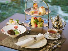 ゆったりとした贅沢なひととき『アフタヌーンティーセット』 English Afternoon Tea, Afternoon Tea Set, Dessert Drinks, Desserts, Vegan Teas, Tea Party Decorations, Cream Tea, High Tea, Belle Photo
