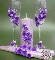 Bride And Groom Glasses, Wedding Wine Glasses, Painted Wine Bottles, Painted Wine Glasses, Bottle Art, Bottle Crafts, Decorated Wine Glasses, Champagne Flutes, Diy Arts And Crafts