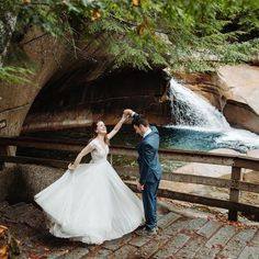 Couple explores the Basin in the forest in Franconia Notch State Park in New Hampshire after their elopement ceremony. New Hampshire elopement packages. Elopement Ideas, Elopement Inspiration, Franconia Notch, Echo Lake, Misty Forest, Outdoor Weddings, Beautiful Morning, Elopements, Best Day Ever