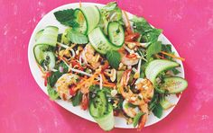 Vietnamese Shrimp Salad with Mint Chile Dressing. This salad has a nice bit of heat to it thanks to the fresh chile. For added flavor, you can add chopped fresh mint, cilantro or Thai basil to the salad. Healthy Salads, Healthy Eating, Healthy Recipes, Tofu, Sin Gluten, Clean Eating Recipes, Cooking Recipes, Meal Recipes, Slow Cooker Bacon