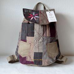 RIGBY+bag+no.+59+Patchwork+hýbe+módním+světem+a+my+nezahálíme+a+tvoříme.+Nenechte+si+ujít+nový+patchworkový+Rigby+bag+pečlivě+seštý+z+jednotlivých+bavlněných+dílků.+RIGBY+bag+je+ideálním+módní+doplňkem+určený+pro+volný+styl+a+Vaše+městské+pochůzky.+Uvnitř+batůžku+je+podšívka,+menší+uzavíratelná+kapsička+na+zip.+Celý+batůžek+lze+stáhnout+šnůrkou+a...