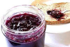 Homemade Grape Jam - No pectin. Try to reduce sugar added. Plum Jam Recipes, Jelly Recipes, Plum Jam With Pectin, Fig Preserves Recipe, Plum Preserves, Concord Grape Jelly, Sugared Grapes, Ginger Jam, Bon Dessert