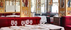 For more than 200 hundred years, the fine establishment that is Le Grand Vefour Restaurant has been one of the most refined gourmet venues among celebrated indi Guy Martin, Luxury Restaurant, Paris Restaurants, Sons Birthday, Paris Travel, Gourmet Recipes, Table Settings, Table Decorations, Sidney Sheldon