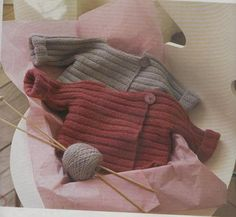 giuliano-marelli-per-la-droguerie. Knitting For Kids, Baby Knitting Patterns, Baby Patterns, Knitting Projects, Hand Knitting, Cardigan Pattern, Baby Cardigan, Tricot Baby, Crochet Stitches