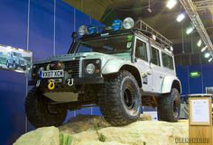 Land Rover Defender Off-Road | photo