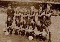 F. C. BARCELONA - Barcelona, España - Temporada 1974-75 - Sadurní, Rifé, De la Cruz, Neeskens, Mario Marinho, Migueli; Rexach, Juan Carlos, Cruyff, Asensi y Clares - F. C. BARCELONA 0 REAL MADRID 0 - 11/05/1975 - Liga de 1ª División, jornada 32 - Barcelona, Nou Camp - El Barcelona fue 3º en la Liga de 1ª División, con Rinus Michels de entrenador