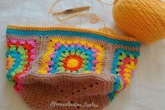 Crochet Granny Square Bag Coin Purses 55 Ideas For 2020 Marque-pages Au Crochet, Mandala Au Crochet, Point Granny Au Crochet, Crochet Purse Patterns, Crochet Pillow Pattern, Crochet Quilt, Crochet Cross, Crochet Purses, Sac Granny Square