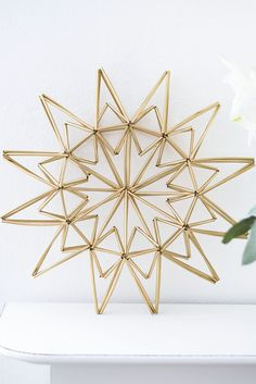 Turn Dollar Store Straws Into A Beautiful Christmas Star Diy Christmas Star, Christmas Makes, Beautiful Christmas, Christmas Holidays, Christmas Crafts, Gold Diy, Himmeli Diy, Drinking Straw Crafts, Diy Straw