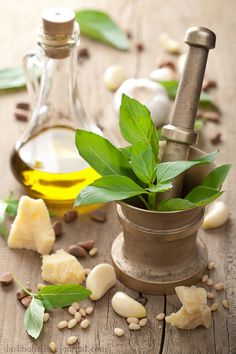 Ingredients to make delicious pesto Spices And Herbs, Fresh Herbs, Fresh Basil, How To Make Pesto, Making Pesto, Cooking With Olive Oil, Healing Herbs, Herbal Remedies, Natural Remedies