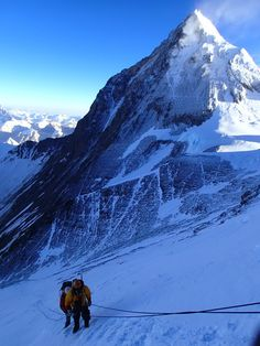 Climbing Lhotse with an amazing view on Everest in the back