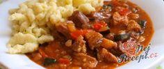 Recept Vepřové kostky na pivu a zelenině, cuketové halušky Thing 1, Chili, Food And Drink, Soup, Beef, Meat, Chile, Soups, Chilis