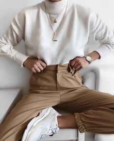 Minimalistic fashion minimalistic style minimalistic outfit inspo fashion for woman minimaliststyle 33 minimalist outfit ideas perfect for every summer adventure Fashion Mode, Look Fashion, Winter Fashion, Womens Fashion, Fashion Trends, Trendy Fashion, Lifestyle Fashion, Christmas Fashion, Fashion Ideas
