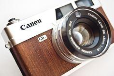 Vintage Cameras Canonet with Mahogany veneers - Antique Cameras, Old Cameras, Vintage Cameras, Canon Cameras, Photography Lessons, Photography Camera, Accessoires Photo, Classic Camera, Rangefinder Camera