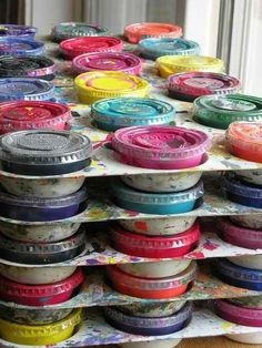 Genius Hacks For Your Elementary School Art Class Store your leftover tempera paints in sauce containers.Store your leftover tempera paints in sauce containers. Art Classroom Management, Classroom Organization, Organization Ideas, Classroom Decor, Classroom Hacks, Classroom Procedures, Classroom Supplies, Art Lessons Elementary, Elementary Schools