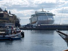 Cruise Ship beside Akershus Festning