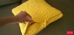 Olá! Confira dicas para fazer sua almofada de fio de malha e deixar a decoração de casa ainda mais bonita!