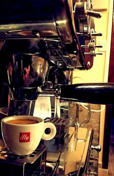 Gru's Caffe in Alba Iulia, Alba Kitchen Aid Mixer, Kitchen Appliances, Espresso Machine, Coffee Maker, Diy Kitchen Appliances, Espresso Coffee Machine, Coffee Maker Machine, Home Appliances, Coffee Percolator