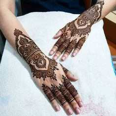 arabic henna design easy and stylish - Mehndi Pedia Henna Hand Designs, Mehndi Designs Finger, Arabic Henna Designs, Wedding Mehndi Designs, Mehndi Designs For Fingers, Henna Tattoo Designs, Dulhan Mehndi Designs, Modern Mehndi Designs, Mehndi Design Pictures