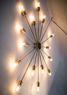 Astoria is the feeling of sunset, warm and embracingly light. Astoria lightens the wall, the ceiling and the window and enlarges the spaciousness in the room by its two-dimensional shape. Like a flat chandelier.