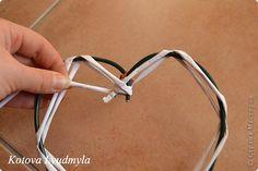 Мастер-класс Поделка изделие Новый год Аппликация Плетение Плетенные сердечки из бумажных трубочек Бумага Клей Краска Ленты Фетр фото 17