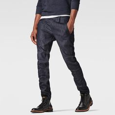 The Bronson is the G-Star signature chino with angular pockets and refined internal finishing that includes a lined waistband and fly.