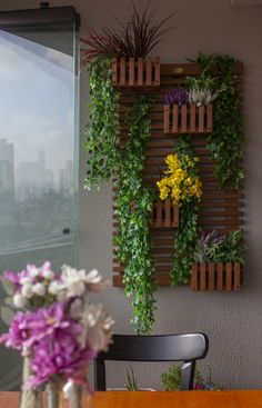 Vertical Garden Design on Balcony Wall - Unique Balcony & Garden Decoration and Easy DIY Ideas Diy Wall Planter, Planters, Patio Plants, Indoor Plants, Balcony Design, Garden Design, Large Backyard Landscaping, Terrace Garden, Balcony Gardening