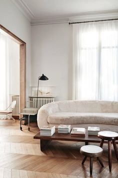 Monday Mood: Mid-Century In Barcelona. Combining pale and dark wood.