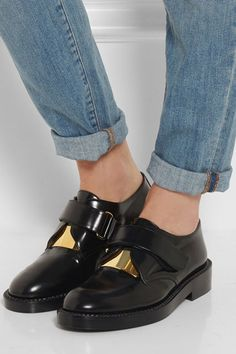 We're highlighting the most stylish flats to wear now in summer and into fall. Check them out here and shop your favorite styles, too. Fall Flats, Summer Flats, Fall Shoes, Bowling Shoes, Designer Boots, Shoe Boots, Clogs Shoes, Oxfords, Leather Loafers