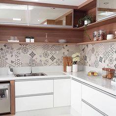 Minimalist Kitchen Decor: Stylish Ideas For Your Home Improvement Plan Kitchen Room Design, Kitchen Cabinet Design, Kitchen Sets, Modern Kitchen Design, Home Decor Kitchen, Interior Design Kitchen, Home Kitchens, Small Kitchens, Kitchen Designs
