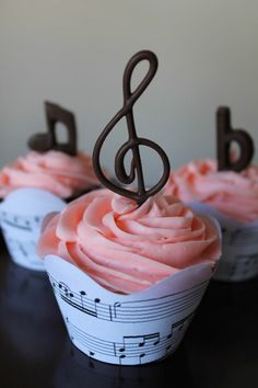 40 tasty music cakes for real music lovers and musicians 40 tasty music cakes for real music lovers and musicians 40 schmackhafte Musik Torten für echte Musikliebhaber und Musiker 1 Source by Music Themed Parties, Music Party, Bolo Musical, Music Cakes, Music Themed Cakes, Birthday Cupcakes, Wedding Cupcakes, Birthday Parties, Themed Cupcakes