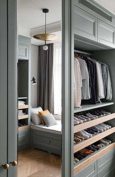 Armarios para dormitorios pequeños Bedroom Closet Design, Closet Designs, Bedroom Decor, Cozy Sofa, Light Blue Walls, Interior Design Photography, Minimalist Furniture, Suites, Walk In Closet