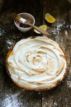 Lemon Curd Tart... oh how I love lemon curd!  Can hardly wait to try making this!!!
