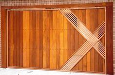 Portão de Madeira EP-308 pode ser revistido com madeira ipê ou jatoba no desenho vertical, diagonal, espinha de peixe ou losango (assoalho, deck ou lambril).