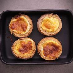 """750g vous propose la recette """"Mini-quiches en coque de pain"""" accompagnée de sa version vidéo pour cuisiner en compagnie de Chef Damien et Chef Christophe."""