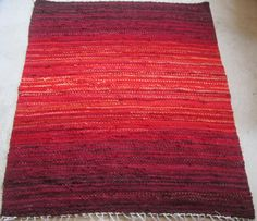 Handwoven rag rug - x ,,Cherries '' Made to order Rag Rugs, Weaving Projects, Out Of Style, Cherries, Rug Size, Second Hand Clothes, Hand Weaving, Recycling, Objects