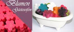 """n diesem Sortiment stellen wir Ihnen die Pure """"Flower Power"""" in Form einer Gästeseife vor. Bunte Großhandlseifen die nicht nur durch die tollen Farben sondern auch deren tollen Duft, Kunden jedes Geschmackes in Ihr Geschäft locken. Ideal für Pensionen, Gästehöfe, Hotels oder Restaurants.   Jede Box enthält 100 Stück. Zum Präsentieren öffnen Sie doch einfach die Box oder verpacken Sie die Seifen in kleine Organza Tüten. Die Möglichkeiten sind Groß"""