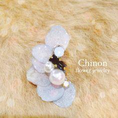 handmade accessory 片耳イヤーカフ本物の紫陽花の花びらにスワロフスキーやコットンパールをあしらいましたwedding accessory一つ...|ハンドメイド、手作り、手仕事品の通販・販売・購入ならCreema。