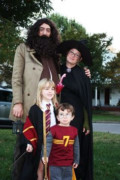Costumes Harry Potter Harry Potter Family Costume More - Harry Potter and friends, 2010 The Scooby Gang, 2011 The Addams Family, 2012 What should we be for Halloween, Harry Potter Family Costume, Harry Potter Groups, Harry Potter Halloween Costumes, Epic Costumes, Harry Potter Cosplay, Family Halloween Costumes, Super Hero Costumes, Halloween Costumes For Kids, Costume Ideas