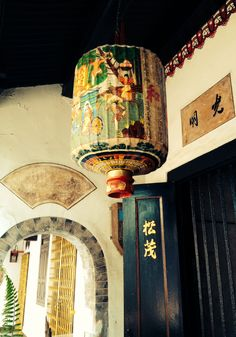 Love these lanterns that you find here. Vintage Chinese Lanterns, Vintage Lanterns, Vintage Lamps, Vintage Decor, Chinoiserie Chic, Paper Lanterns, Lampshades, Light Shades, Interior And Exterior