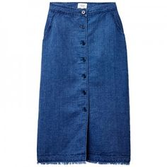 Buy of the day: Wilfred $115 http://en.louloumagazine.com/fashion/buy-of-the-day-fashion/the-denim-skirt/ / Achat du jour: Wilfred 115 $ http://fr.louloumagazine.com/mode/achat-du-jour-mode/la-jupe-de-denim/