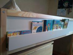 Meine Jungs haben seit einiger Zeit jeder ein Hochbett, um genauer zu sein, es ist das Hochbett KURA von IKEA, das bestimmt viele von euch kennen. Ein Nachteil bei diesem Bett bzw. bei Hochbetten grundsätzlich ist aber, dass es keinen passenden Nachttisch dafür gibt So blieben die Bücher der Beiden immer im Bett, was … … Weiterlesen →