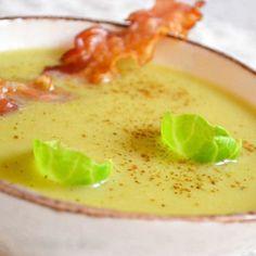 Soupe aux choux de bruxelles à la muscade et lard grillé : 30 recettes de soupes d'hiver - Journal des Femmes