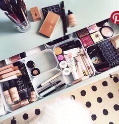 Makeup Vanities – Great Make Up Ideas Makeup Vanities, Makeup Drawer, Cute Makeup, Diy Makeup, Beauty Makeup, Ikea Makeup, Perfect Makeup, Eyeliner Makeup, Makeup Desk